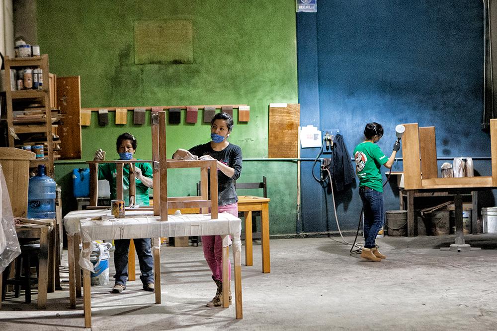Comunidades de Oaxaca, como Ixtlán de Juárez, han logrado desarrollar cadenas productivas locales a través del manejo de sus recursos forestales, esto les ha permitido generar empleo e ingresos para sus pobladores. Foto: Consuelo Pagaza